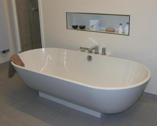 bathtub with refined surface
